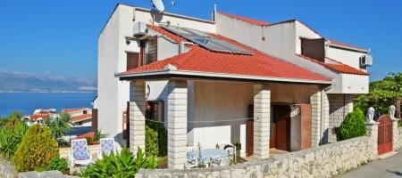 Trogir, Otok Čiovo obiteljska kuća s pogledom na more!