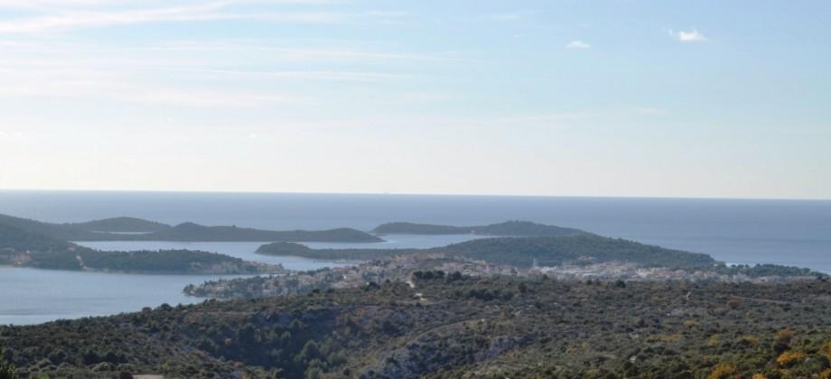Blizina Rogoznice, građevinska parcela sa panoramskim pogledom na more