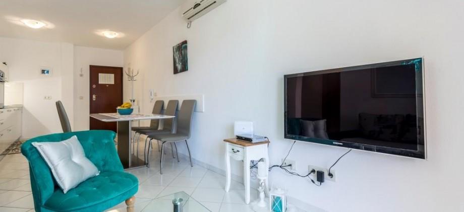Ekskluzivno, opremljen dvosoban stan na južnoj strani otoka Čiova