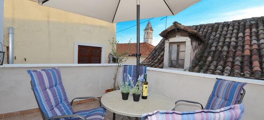 Trogir, renovirani stan u centru grada