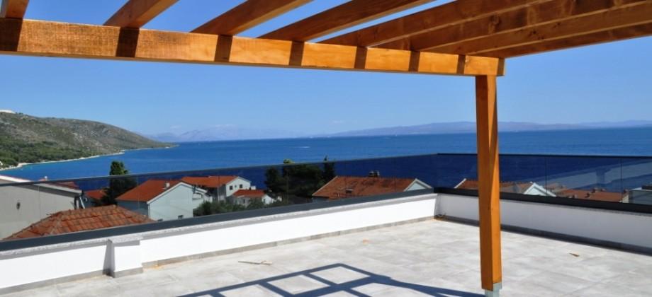 Luksuzni penthouse sa krovnom terasom i panoramskim pogledom