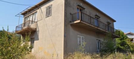 Kuća, stambeno poslovnog potencijala na zemljštu od 1300 m2