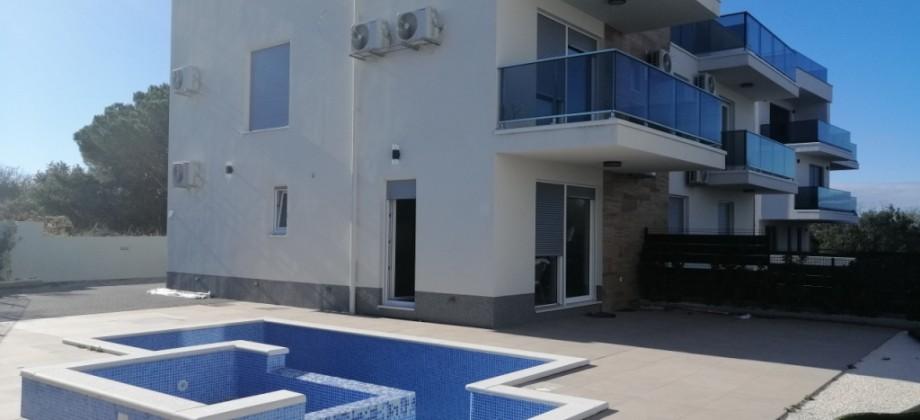 Novoizgrađen i moderno uređena kuća/apartman