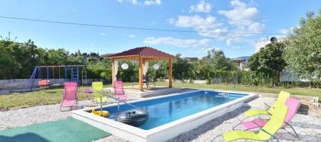 Samostojeća kuća sa bazenom na prodaju