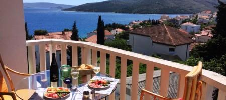 Seget Vranjica, snižena cijena, trosoban apartman sa pogledom na more