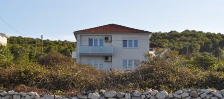 SNIŽENA CIJENA! Samostojeća kuća sa okućnicom 80 m od plaže