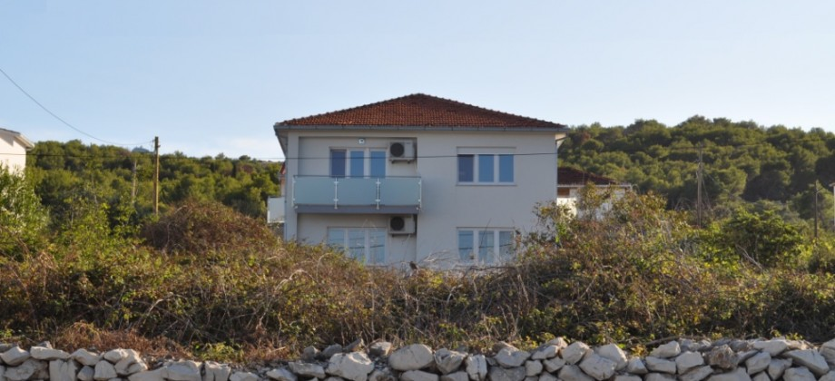 Samostojeća kuća sa okućnicom 80 m od plaže