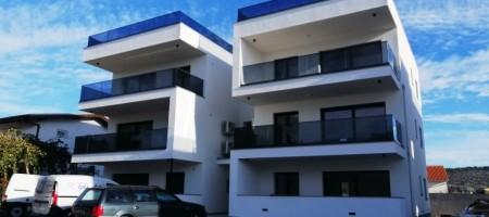 Luksuzni apartman u novogradnji na južnoj strani Čiova