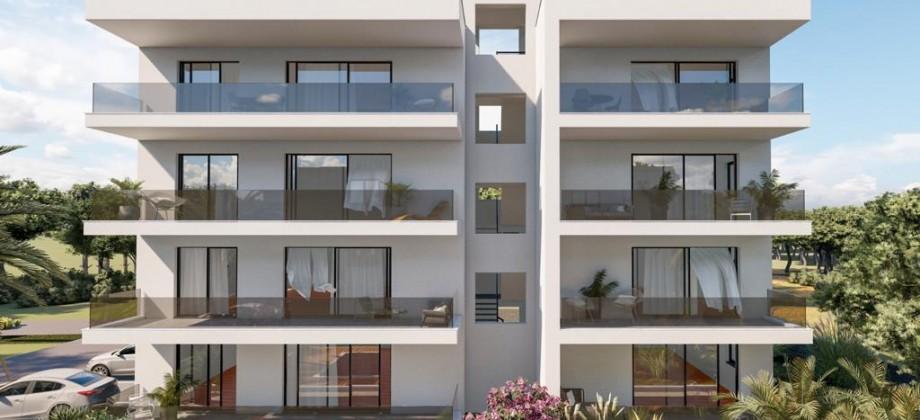 Luksuzni trosobni penthouse apartman sa krovnom terasom i pogledom na more!