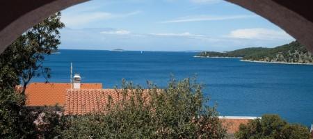 Rogoznica prodaje se samostojeća kuća s predivnim pogledom na more!